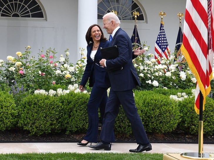 Biden and Kamala maskless